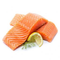 salmon entero fresco